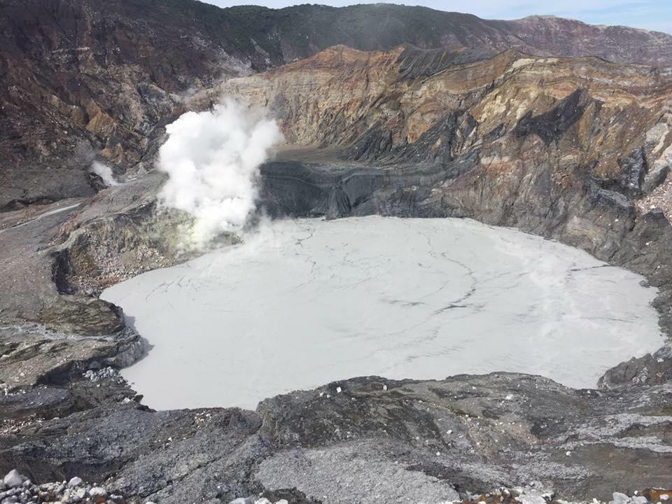 Nuevas erupciones de volcán Poás mantienen a Costa Rica en alerta